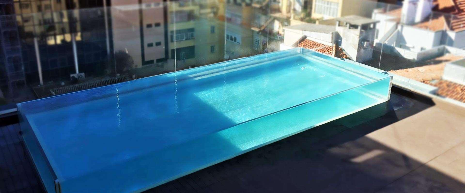 Κατασκευή διάφανης πισίνας και επιδόρθωση παραθύρου πισίνας